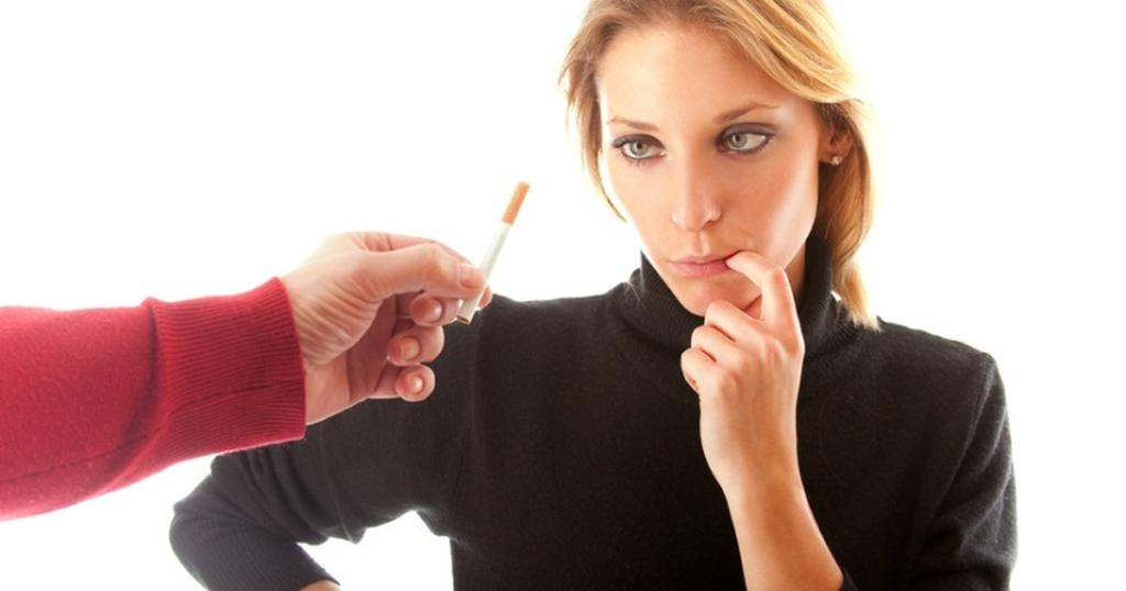 болит живот после курения